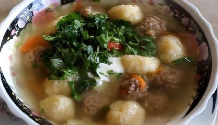 Суп с фрикадельками и сырными шариками (клецками)