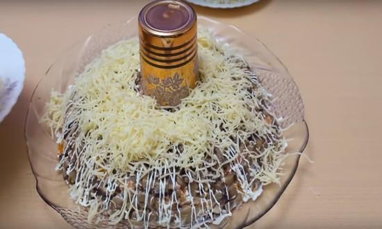 слои грибов и сыра