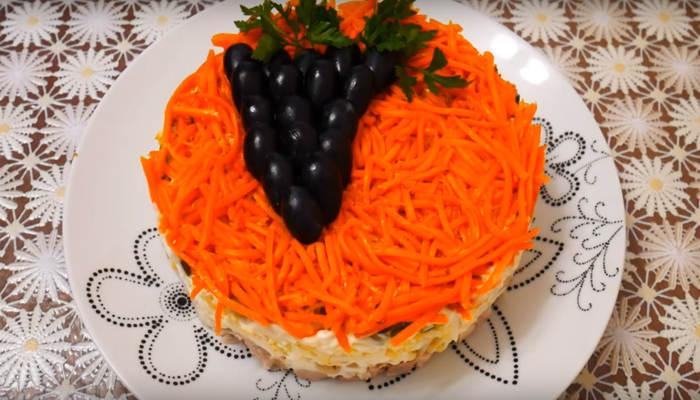 Салат с грибами курицей и виноградом