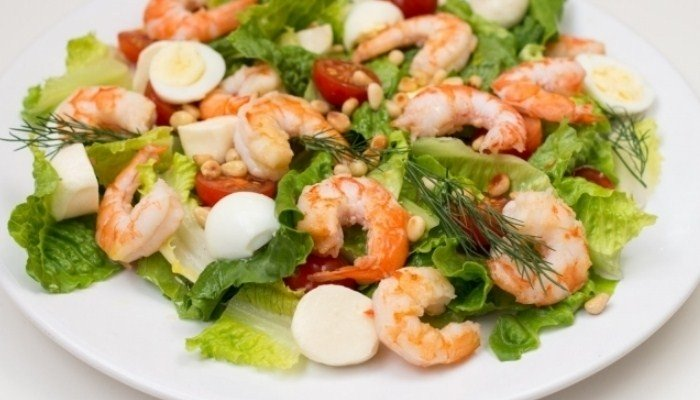 Великолепный салат с креветками