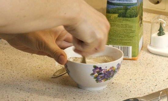 Заводим тесто для клёцок