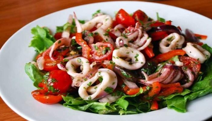 Самые вкусные рецепты салата с кальмарами — 8 вариантов простого салата