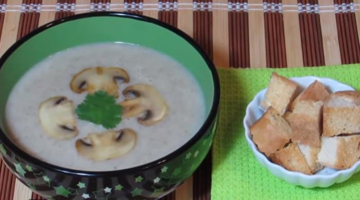 Грибной крем-суп с шампиньонами и плавленым сыром