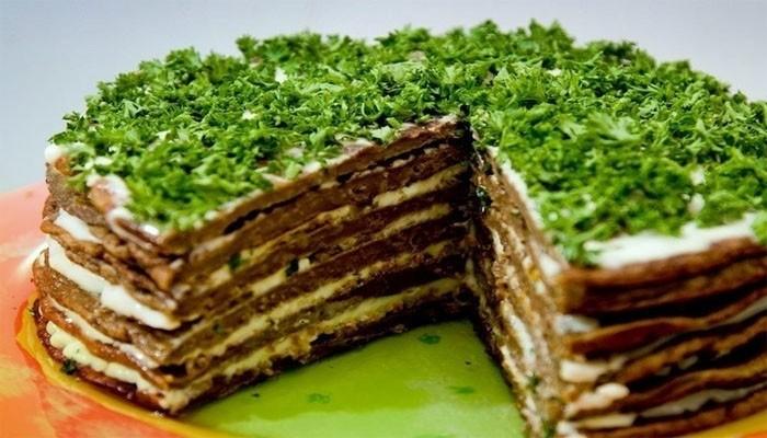 Печёночный торт с овощами