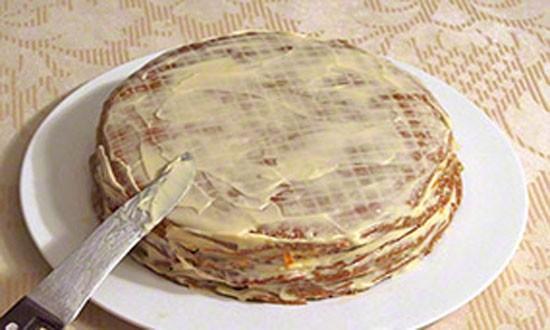 обмазываем торт со всех сторон