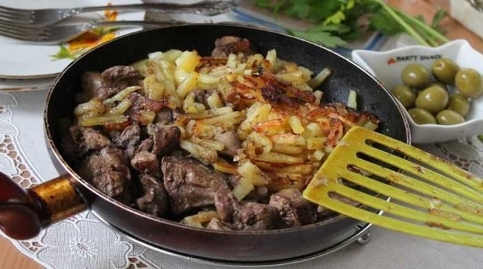 Жареная картошка на сковороде с корочкой — самые вкусные рецепты