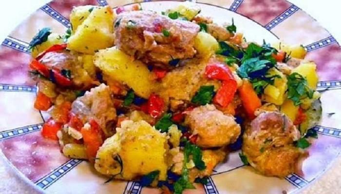 Тушёная картошка с мясом на сковороде