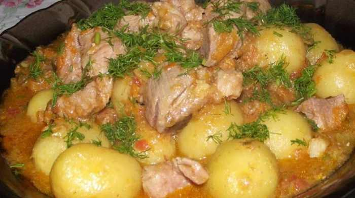 Картошка, тушёная в кастрюле с мясом — рецепты вкусного картофельного блюда