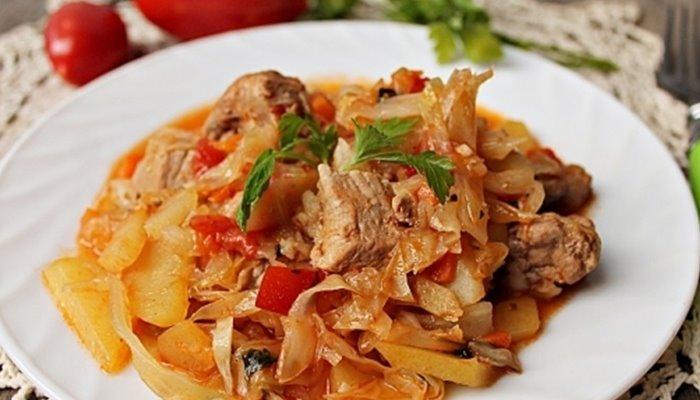 Тушёная картошка с мясом и капустой