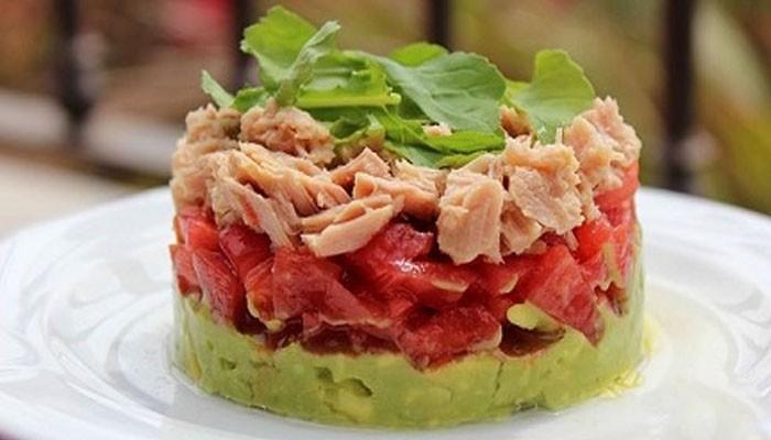 Слоёный салат с тунцом