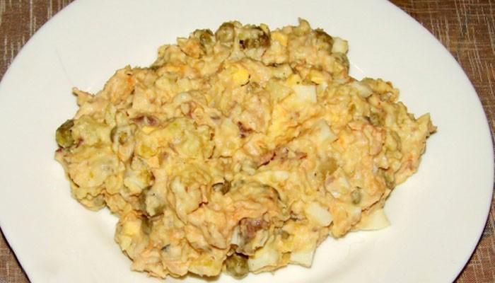 Салат с тунцом, огурцом и картофелем
