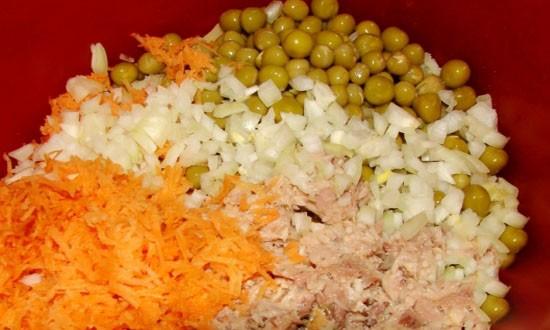добавили морковь и лук