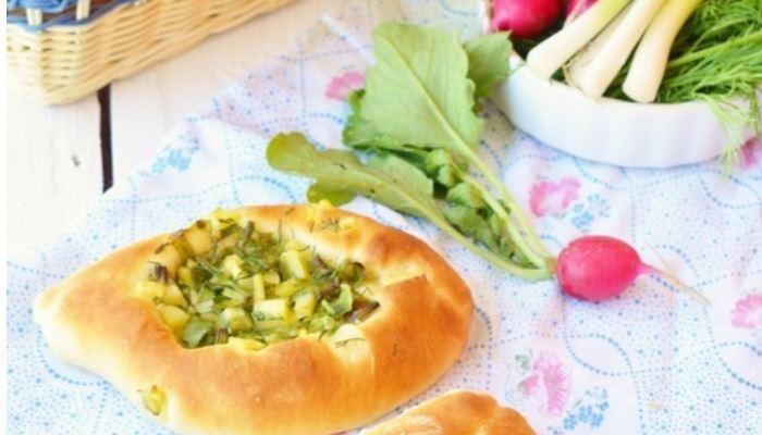 Открытые пирожки с картофелем на квасе