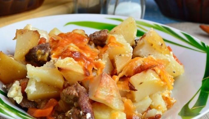 Жаркое из говядины с картошкой в горшочках