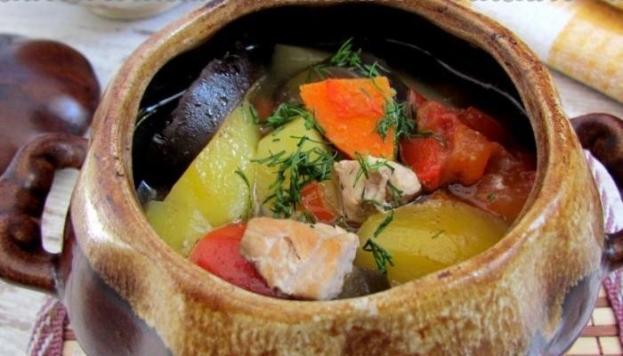 Мясо в горшочке с овощами