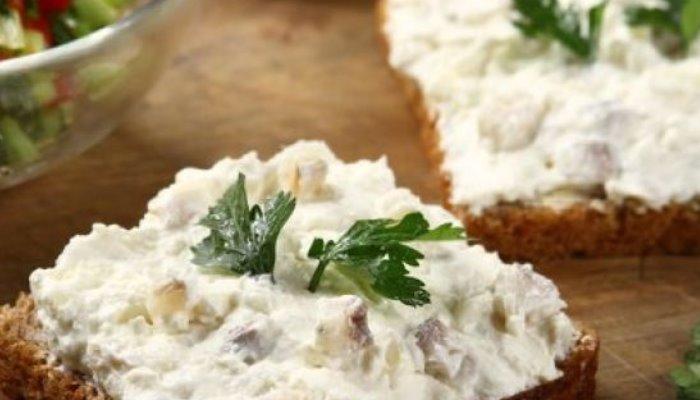 Бутерброды с сельдью и творожным сыром