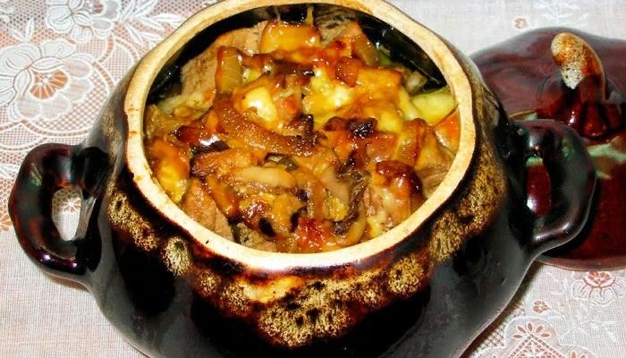 Мясо в горшочке с картошкой в духовке