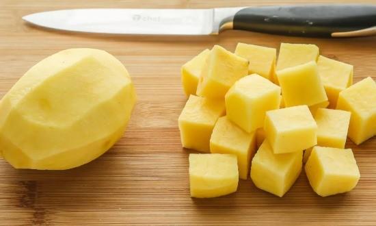 Измельчаем картофель