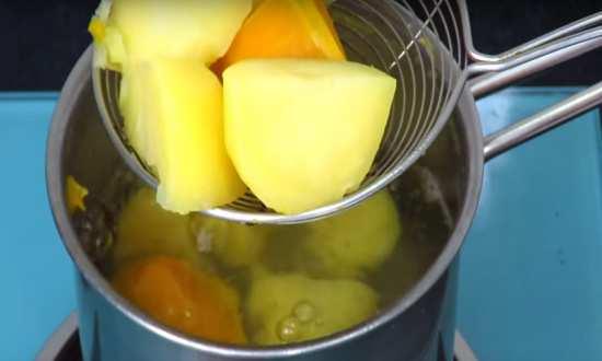 отваренная тыква и картофель