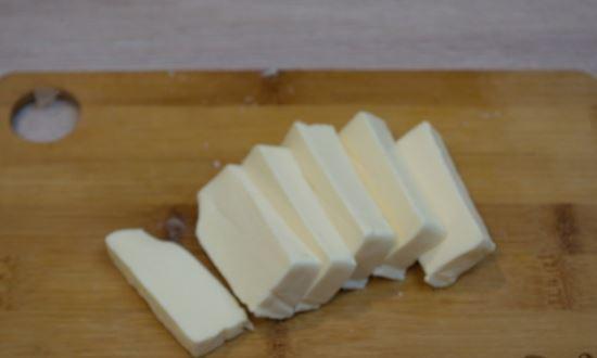 режем сыр плавленый