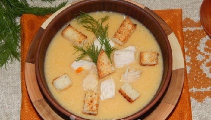 Сырный суп-пюре из плавленого сыра с курицей