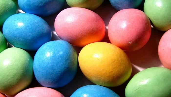 красим яйца пищевыми красителями