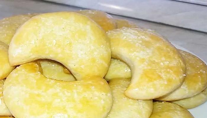 печенье на рассоле в виде полумесяца