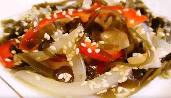 Очень вкусный салат из кальмаров — 16 домашних рецептов приготовления