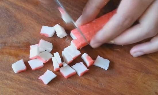 нарезать палочки кубиками