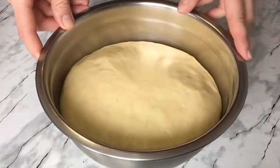 тесто для пончиков поднялось