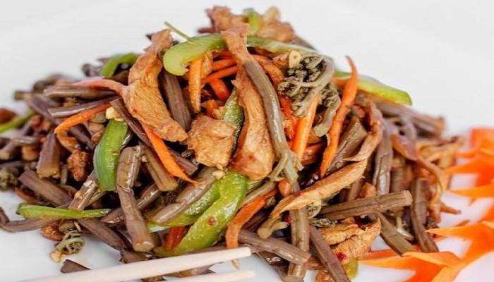 Рецепты салатов из папоротника с мясом