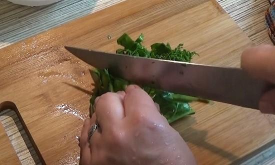 Режем шпинат