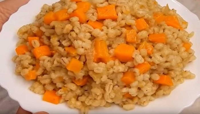 Перловка с луком и морковью в мультиварке