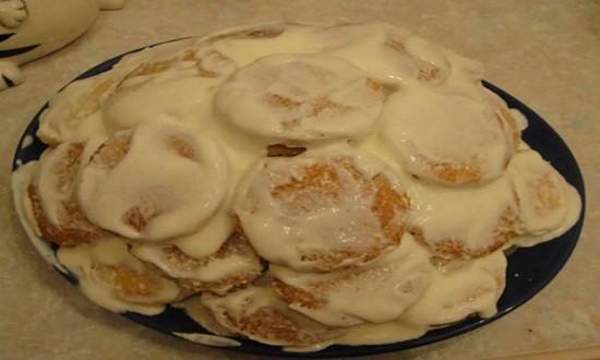 Выкладываем печенья горкой