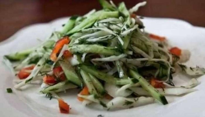 Салат из капусты с огурцами и болгарским перцем