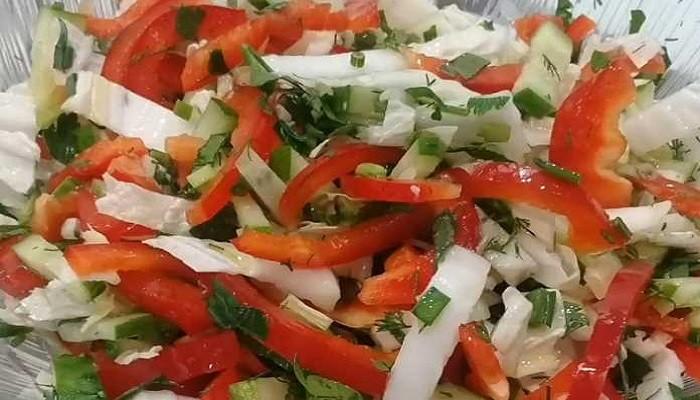 Фитнесс-салат из пекинской капусты с огурцами и болгарским перцем