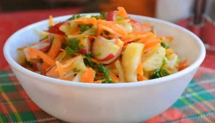 Капустный салат с редисом и морковью