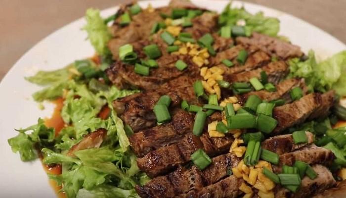 Теплый салат из стейка говядины со стручковой фасолью