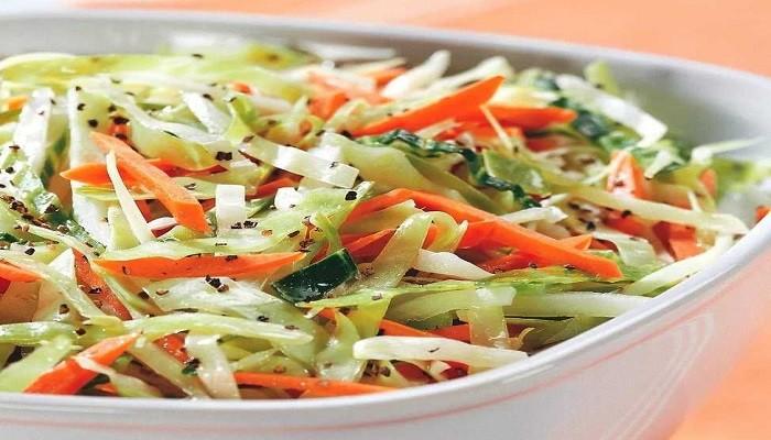 Весенний салат из капусты и моркови