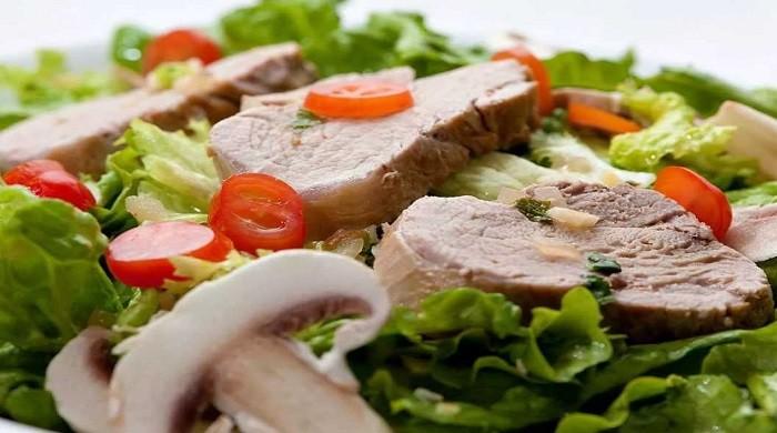 Очень вкусный мясной салат из свинины — 8 простых рецептов приготовления
