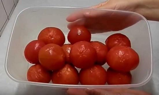 очистить томаты