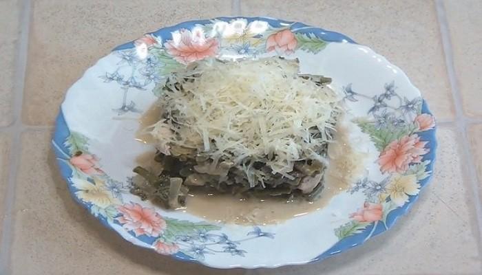 Салат из папоротника с яйцом и курицей