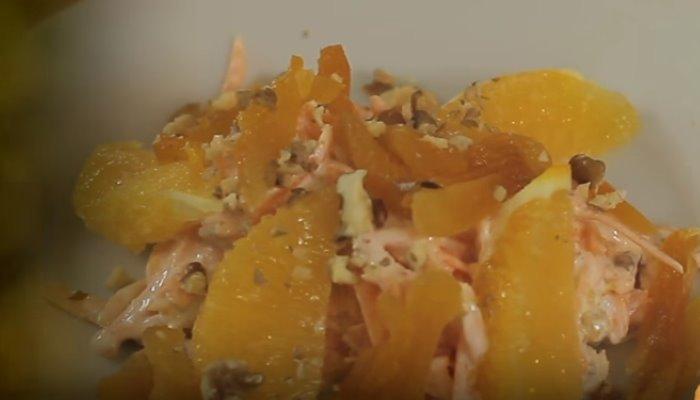 Морковный салат с курагой и апельсинами