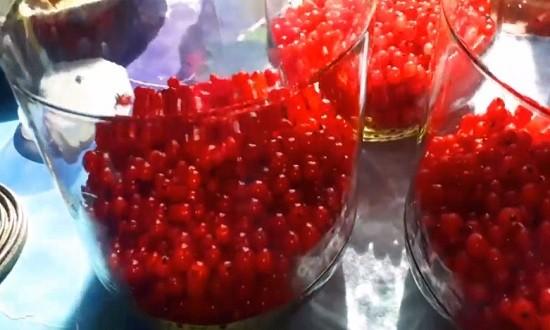 Распределяем ягоды по банкам