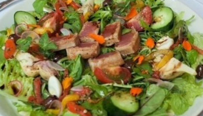 Салат со свежим тунцом