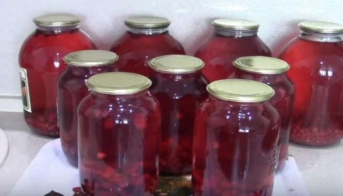 Компот из красной смородины с вишней