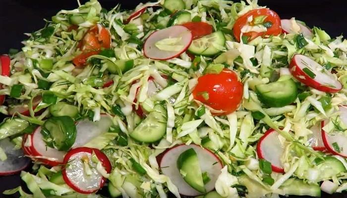 Легкий весенний салат с молодой капустой и огурцом без майонеза