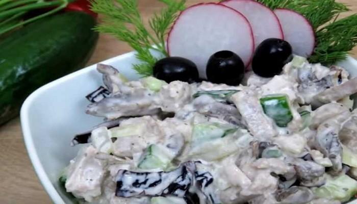 Вкусный салат из свинины с черносливом