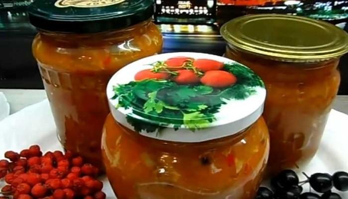 Простой рецепт салата со скумбрией и овощами на зиму