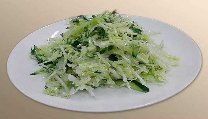 Простой салат из капусты и огурца